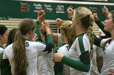 Digging for wins: volleyball struggles to find early momentum
