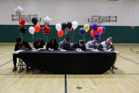 Seven seniors sign on Feb. 1