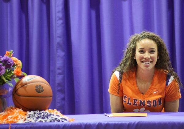 Alexis Carter signs onto Clemson University