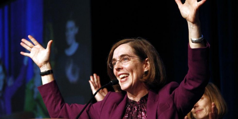 Kate Brown takes office as Oregon's governor