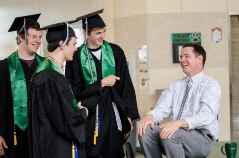 Seniors win scholarships