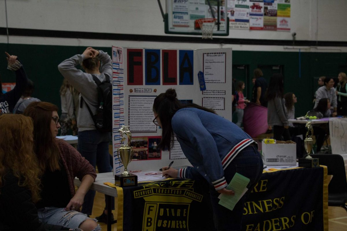 Students walk around the gymnasium signing up for various clubs at Club Rush