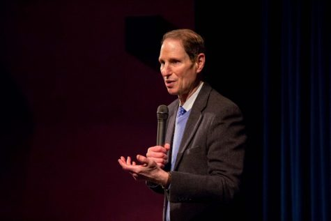 Wyden talks to students at town hall