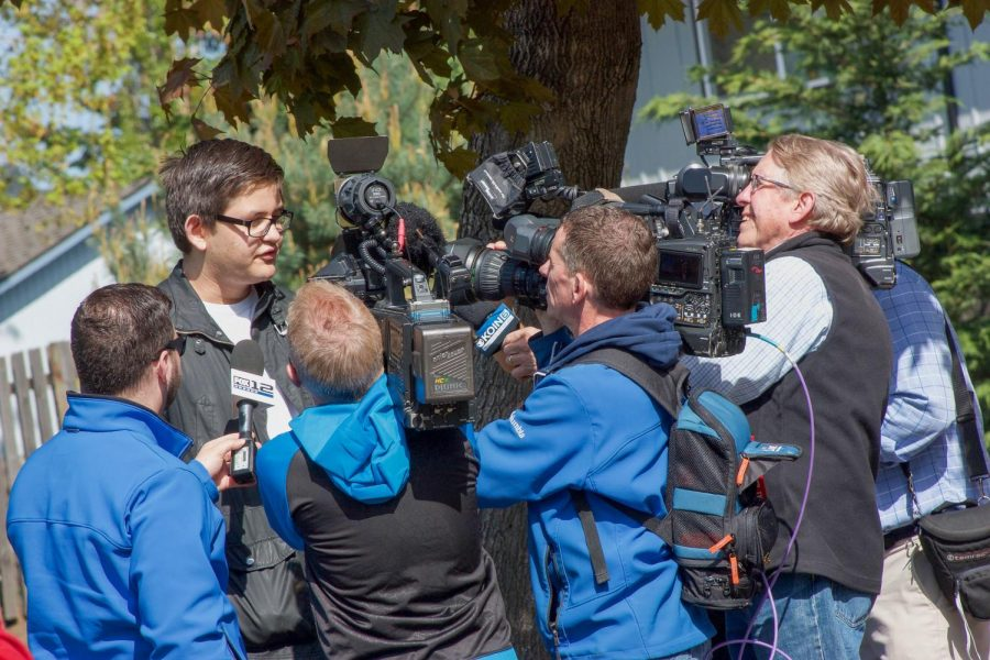 Bonifacio Yuzon speaks with reporters from Fox 12 and Koin 6 during the walkout.