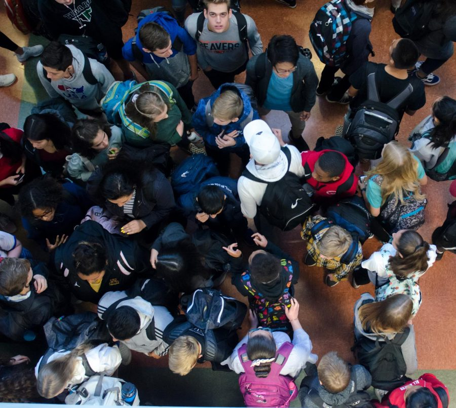 Four Corners gets busy between classes. Students made their way through the crowd between 1st and 2nd block on Sept. 19.