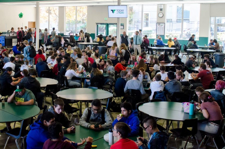 Even+though+this+photo+shows+some+open+tables%2C+the+cafeteria+has+been+crowded+this+year.+Construction+closed+the+the+commons%2C+so+students+only+have+one+designated+eating+area.