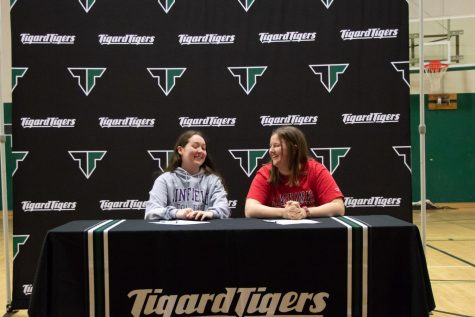 La Fountain and Lyons sign letters of intent