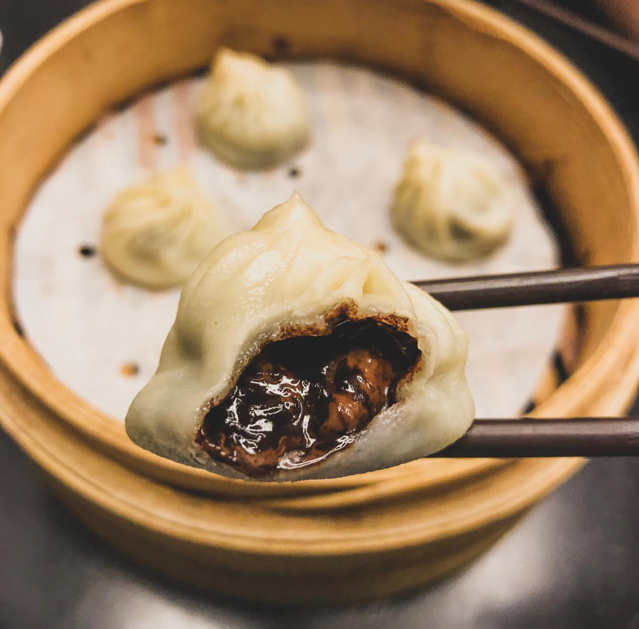 Din+Tai+Fung+in+Portland+serves+one+of+the+restaurant%27s+best+known+dessert+items%3A+the+chocolate+mochi+xiaolongbao.