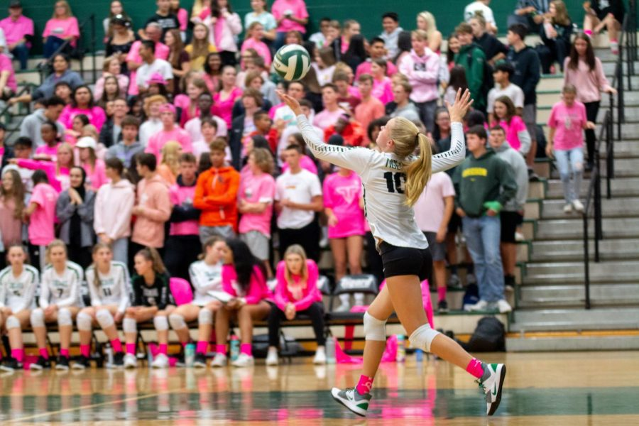Sophomore+volleyball+player+Kaitlynn+Peterson+serves+the+ball+during+the+Dig+Pink+game+against+Lakeridge.+The+team+only+won+one+set%2C+but+they+raised+%24859+for+breast+cancer.